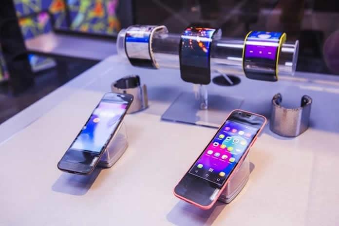 Lenovo Unveils CPlus Bending Smartphone Cool