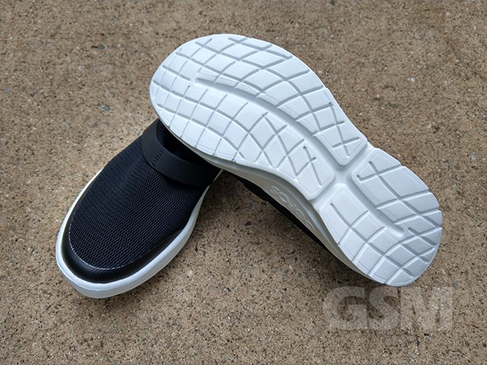 OOFOS Womens OOMG White and Black: Comfort shoes